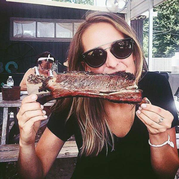 Hot Women Cooking Up Hot BBQ Is Something Special (36 pics)