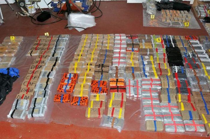 Ambulance Driving Drug Smugglers Get Busted With Huge Stash (6 pics)