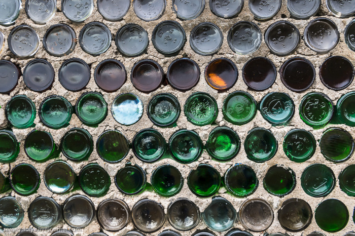 This Unusual House Is Made Out Of Empty Bottles (6 pics)