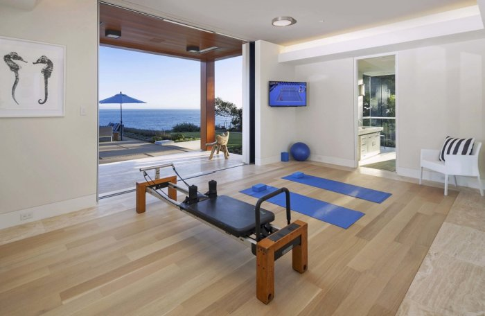 Former Apple Employee Selling Top Of The Line Smart House (23 pics)