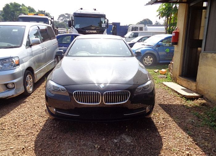 UK Detectives Find Million Dollar Fleet Of Cars In Uganda (7 pics)