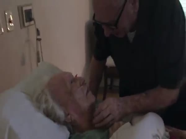 92-Year-Old Man Sings To His Dying Wife. It Will Break Your Heart