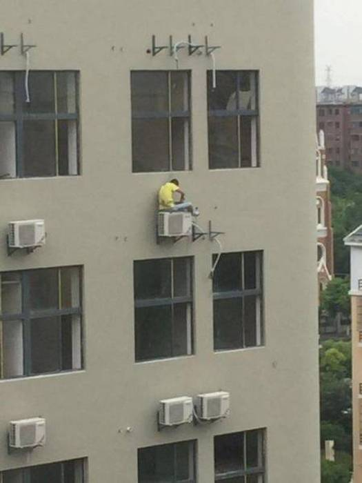 These People Are Prime Candidates For Darwin Awards (31 pics)