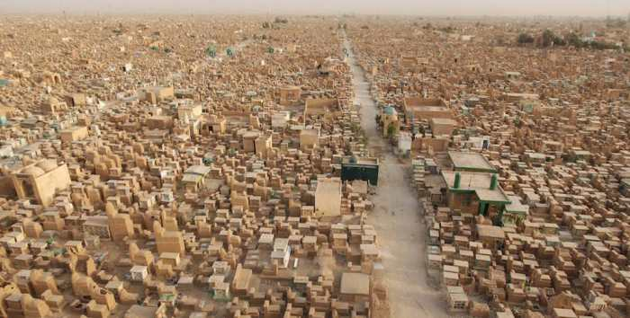 Over 5 Million Bodies Rest In The World's Largest Cemetery (4 pics)