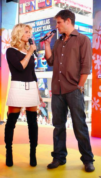 A Trip Down the TRL Memory Lane (35 pics)