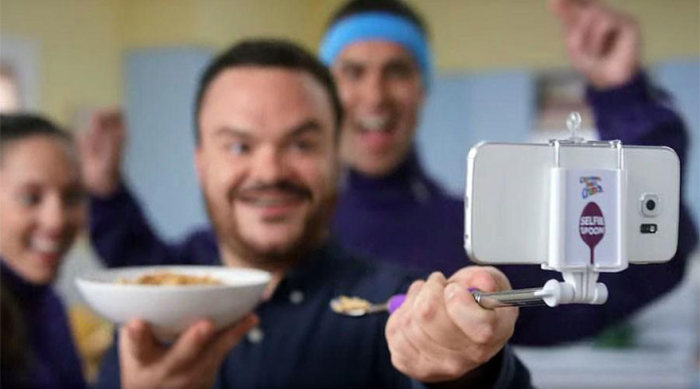 Now You Can Take Selfies While Eating With The Selfie Spoon (4 pics)