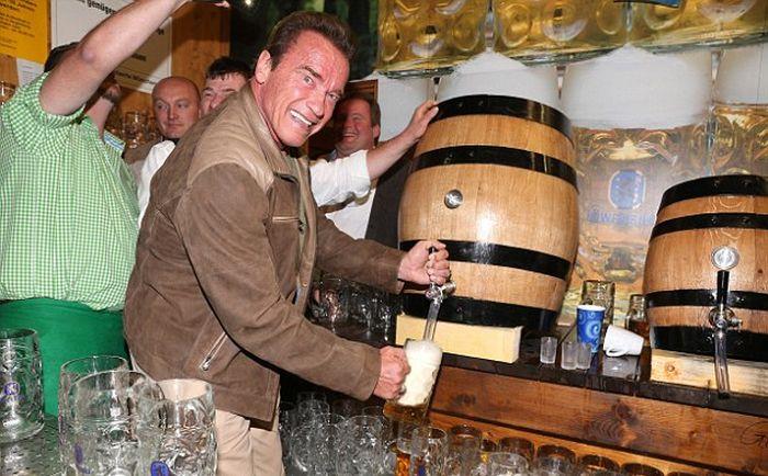 Arnold Schwarzenegger Celebrates Oktoberfest With Girlfriend Heather Milligan (7 pics)