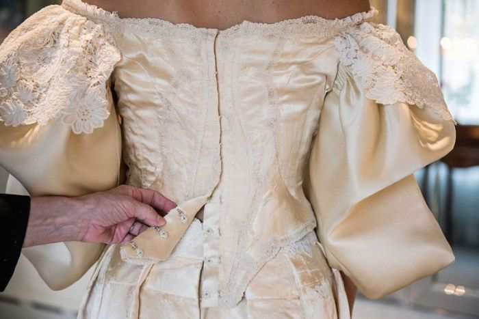 See The Wedding Dress That's Been Worn By 11 Generations Of Brides (10 pics)