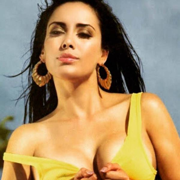 Latina Weather Girls Are So Hot They Sizzle (15 pics)