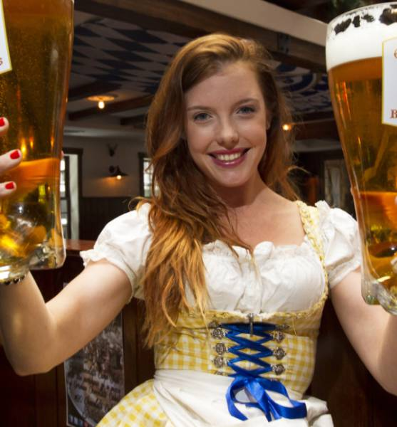 Girls In Oktoberfest Costumes Are Easy To Fall In Love With (41 pics)