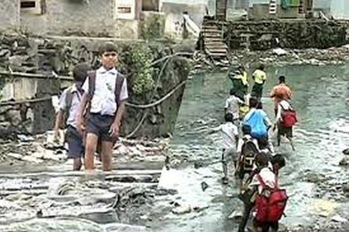 17 Year Old Builds Bridge To Help Kids Get To School (6 pics)