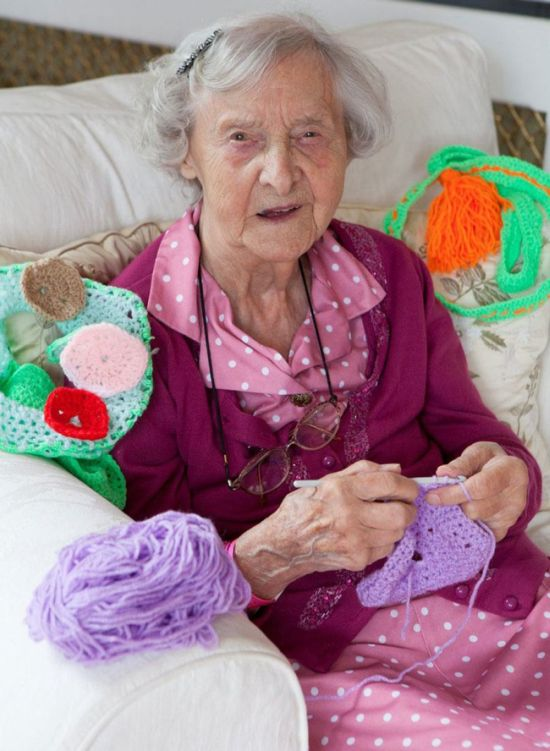 This Town Is Getting Yarn Bombed By A 104 Year Old Woman (6 pics)