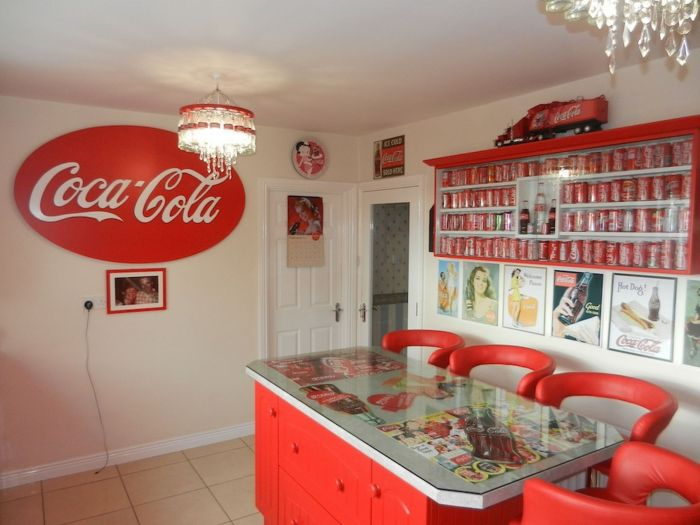 This Woman Went A Little Overboard With This Coca-Cola Themed House (7 pics)