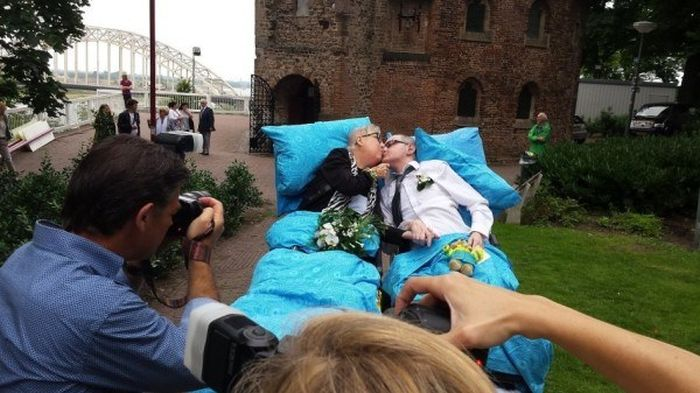 Dutch Charity Fulfills The Last Wishes Of Dying People (9 pics)