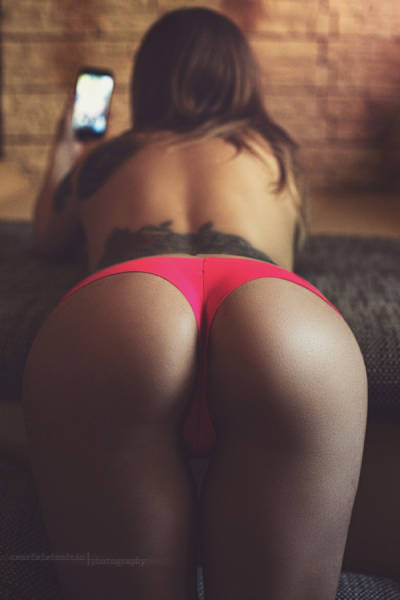 The Best Butts You're Going To See All Week (64 pics)