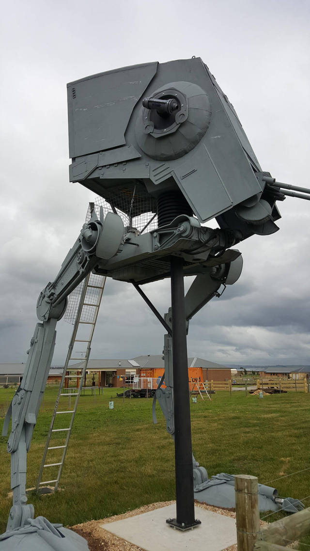 Fan Builds His Own Life-Sized Imperial AT-ST Walker From Star Wars (24 pics)