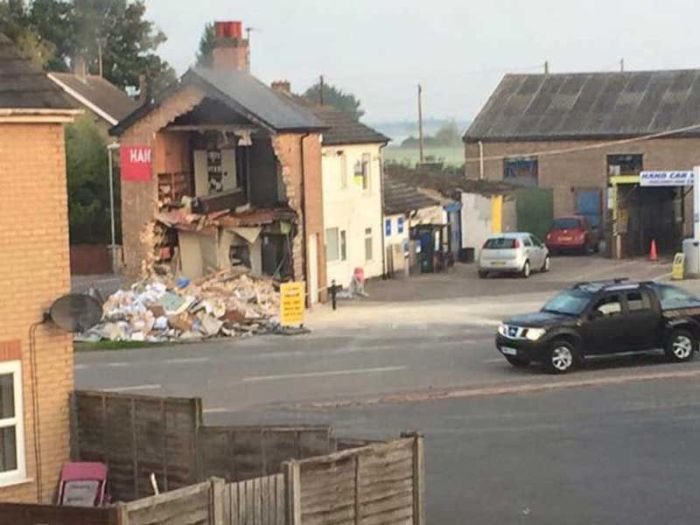 Robbers Demolish House Trying To Steal An ATM (4 pics + video)