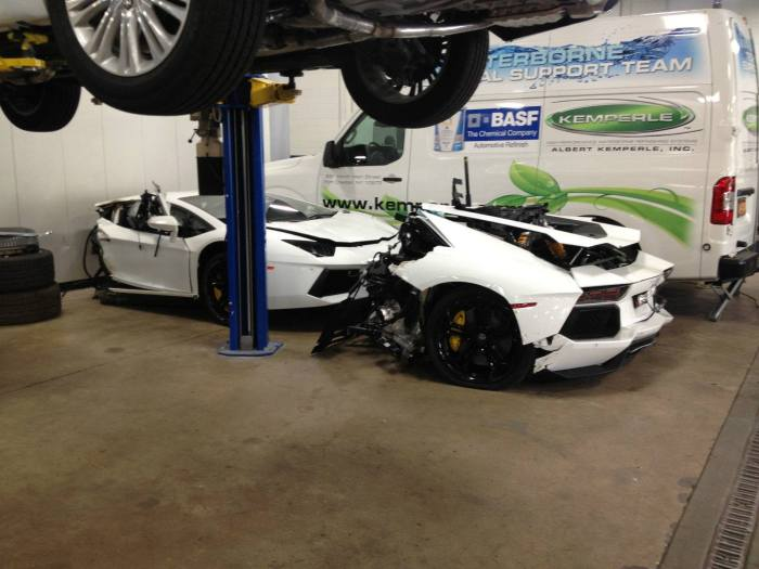 Lamborghini Aventador Gets Cut In Half (5 pics)