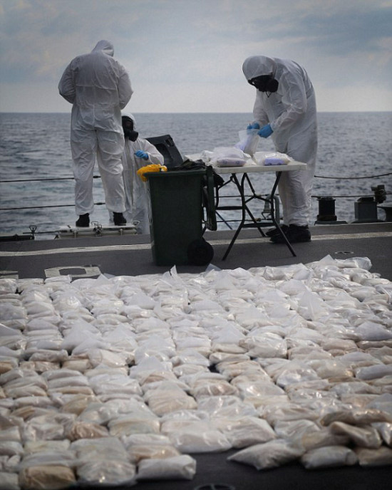 427 Kilograms Of Heroin Destroyed By Australian Navy Ship (6 pics)