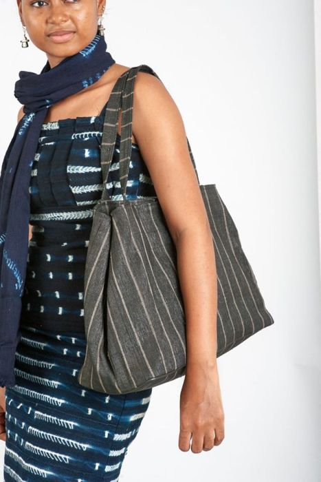 African People Turn Garbage Into Classy Looking Bags (27 pics)