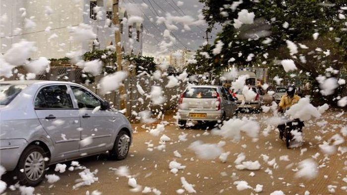 Toxic Foam Is Taking Over This Indian City (6 pics)