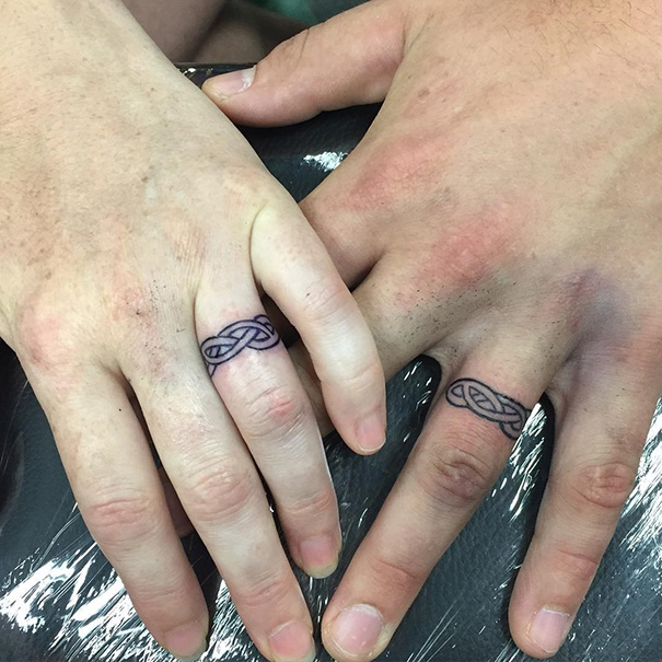 Tattoo Wedding Rings With Names 30 Fancy These Brave Couples Decided