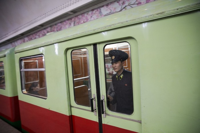 Everyday Life On The Streets Of North Korea (77 pics)