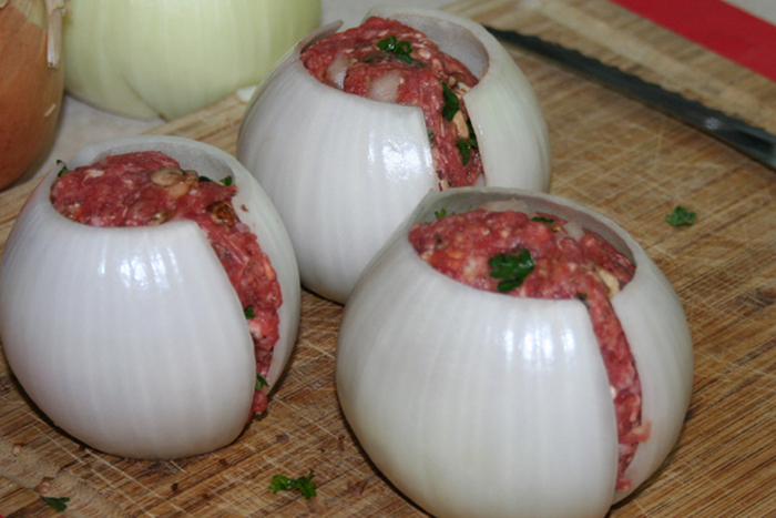 How To Make Bacon Wrapped Onion Bombs (5 pics)