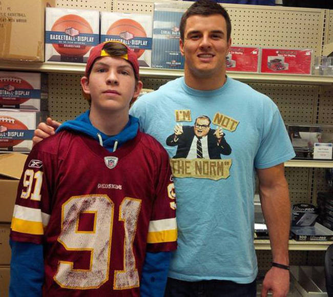 People Who Wore The Perfect Shirts While Meeting Celebrities (15 pics)