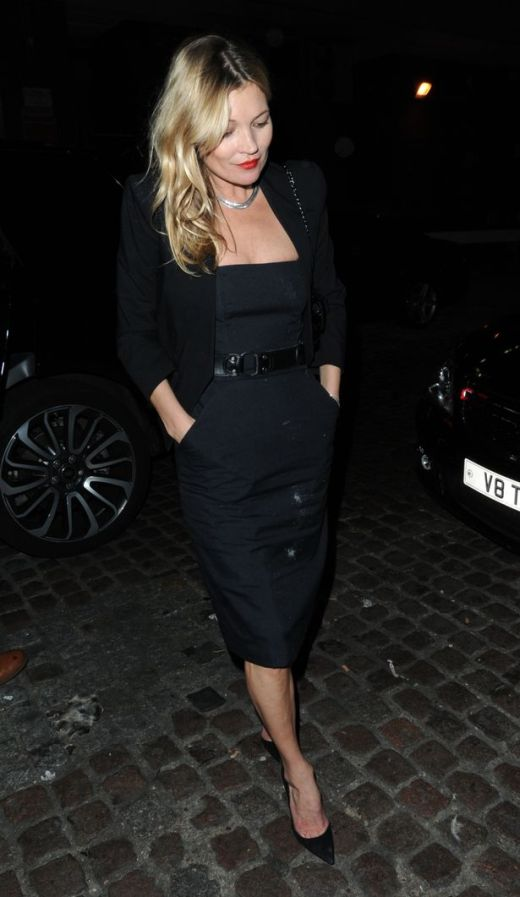 Kate Moss Parties In Black Dress Covered In Mysterious White Substance (3 pics)