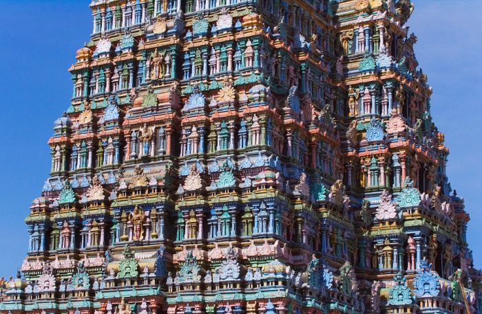 India's Technicolor Temples Are Absolutely Stunning (17 pics)