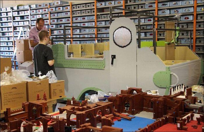 It Took 12 Weeks To Build This Lego Caravan (15 pics)