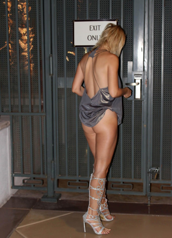 Nadeea Volianova Shows Off Her Sexy Body For The Paparazzi (18 pics)