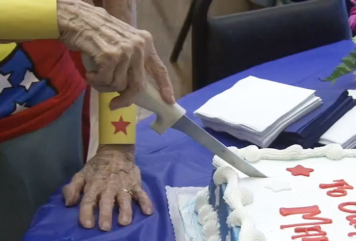 103 Year Old Dresses Up As Wonder Woman To Volunteer At The Senior Center (3 pics)