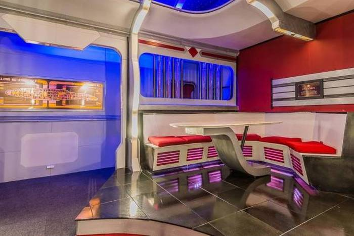 This Texas House Has A Secret Room With A Star Trek Shine (13 pics)