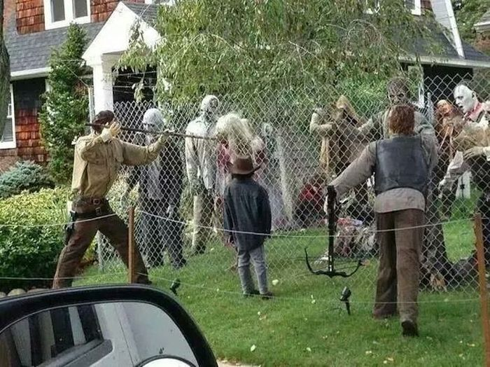 People Who Took Their Halloween Decorations To The Next Level (13 pics)