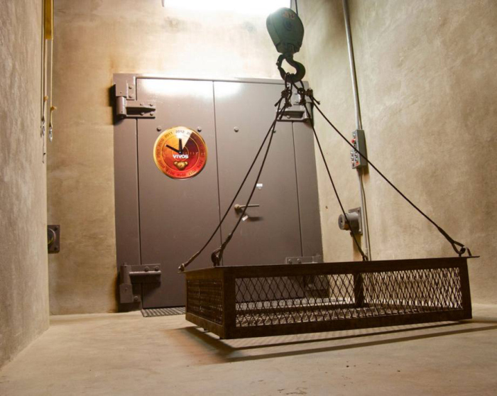 Take A Look Inside This 5 Star Air Raid Shelter In Germany (19 pics)