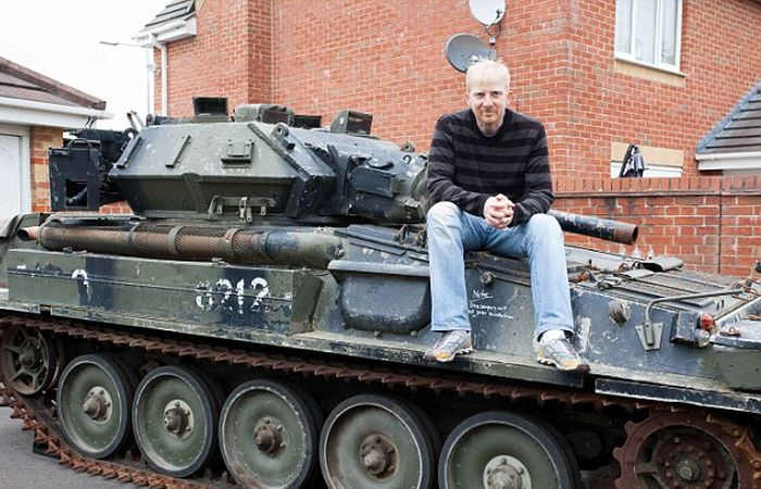 This Man Won A Tank At An Auction Then Realized He Had Nowhere To Park It (6 pics)
