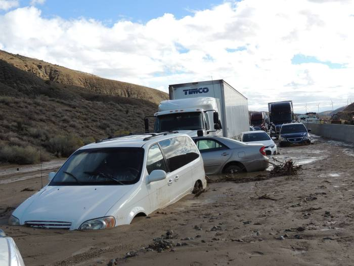 California Highway Workers Try To Uncover Vehicles Trapped In Landslide (16 pics)