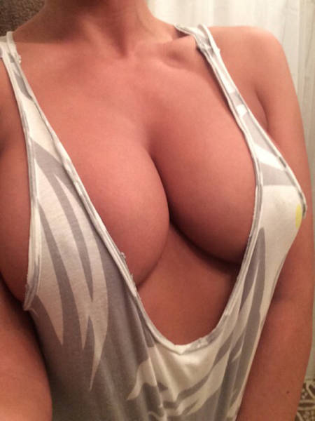 Braless Is The Best Look For Beautiful Women (48 pics)