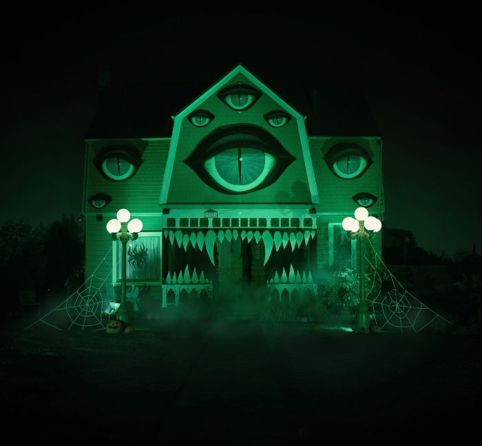 The Halloween Decorations On This House Are Stunning But Haunting (10 pics)