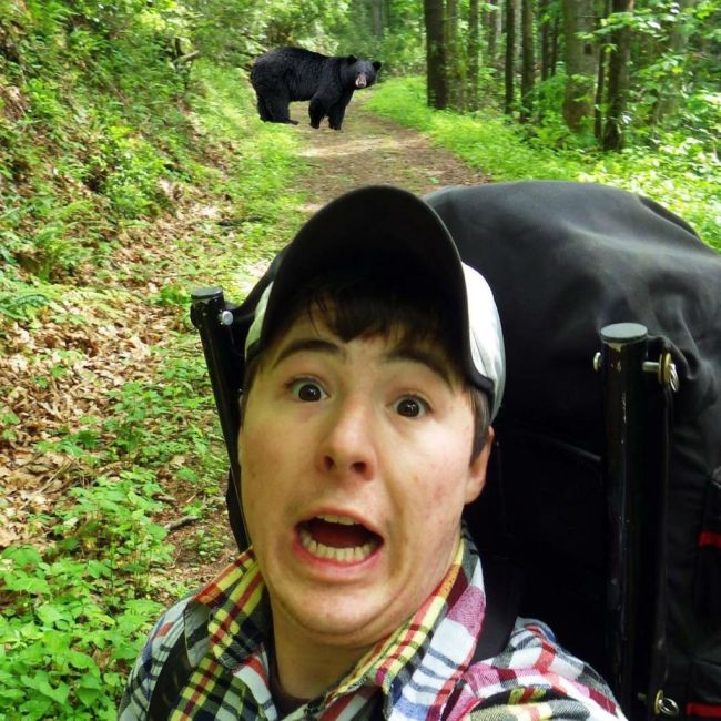 People Taking Selfies With Bears (9 pics)