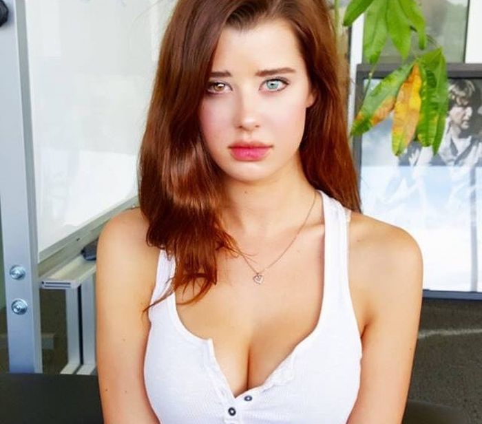 Meet Sarah McDaniel The Model With Two Different Colored Eyes (19 pics)