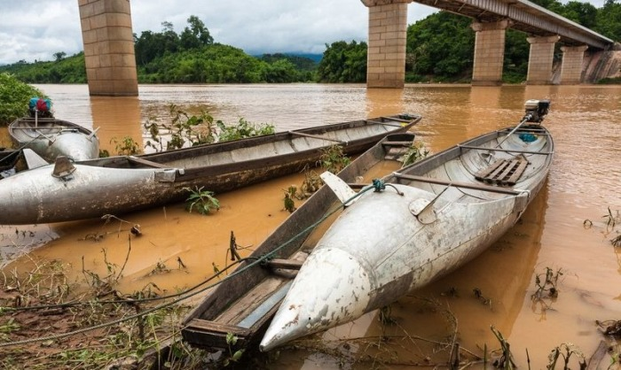 Citizens Of Laos Use Unexploded Bombs For Unexpected Purposes (12 pics)