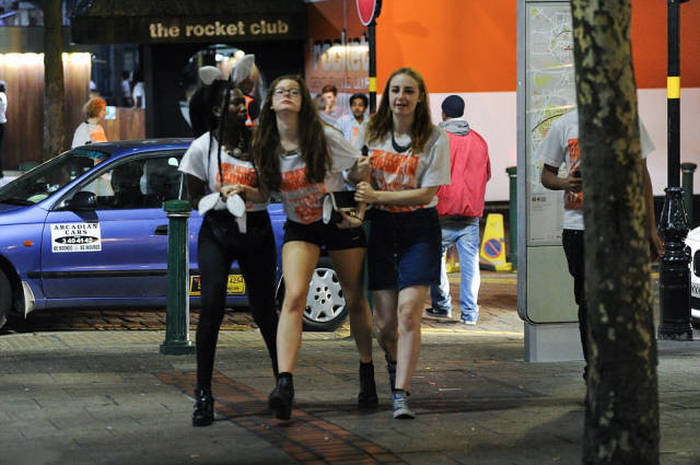 British Students Get Drunk And Run Wild In The Streets (41 pics)
