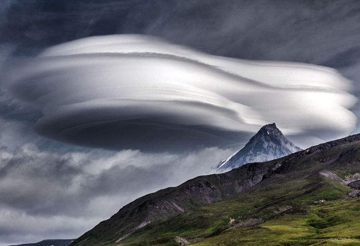 People Are Mistaking These Bizarre Russian Clouds For UFOs (6 pics)