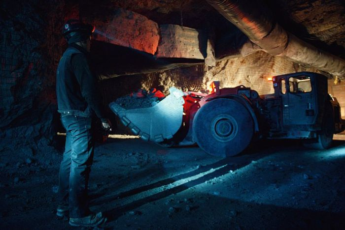 An Inside Look At A Siberian Gold Mine (21 pics)