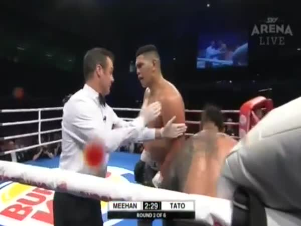 Boxer Tells Referee He Had to Stop the Fight