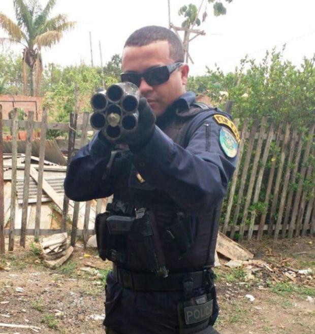 Police In Brazil Seize A Twelve Gauge Six Barrel Shotgun (4 pics)