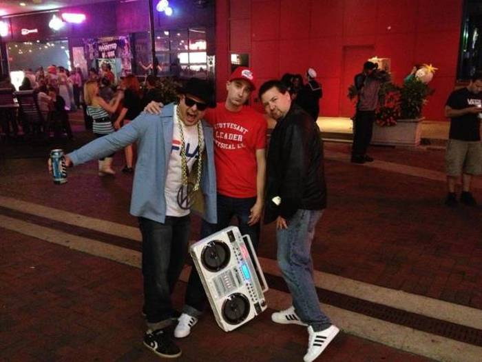 People Who Got Into The Halloween Spirit With Group Costumes (26 pics)